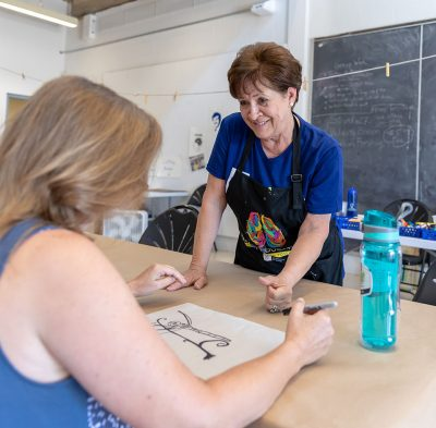 A 2018 Confratute attendee takes part in a silkscreening workshop.